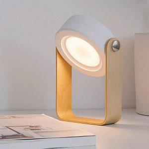 Stilvolle LED-Leselampe aus Holz